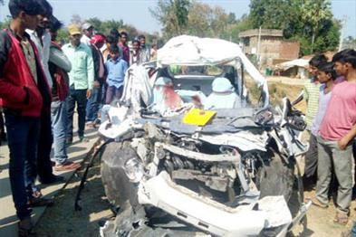 Khabar East:Road-accident-in-Aurangabad-five-people-killed-in-same-family