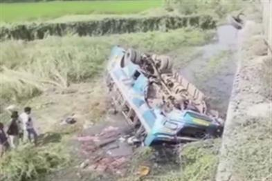 Khabar East:Six-people-killed-in-bus-canal-22-injured