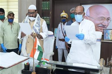 Khabar East:Speaker-administered-oath-to-JMM-MLA-and-secrecy