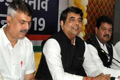 Khabar East:State-in-charge-accused-of-selling-tickets-uproar-in-Congress-building