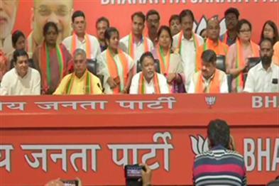Khabar East:TMC-legislator-and-12-councilors-in-Bengal-get-rid-of-BJP