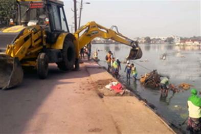 Khabar East:The-corporation-has-done-the-task-of-clearing-ponds-with-Chhath