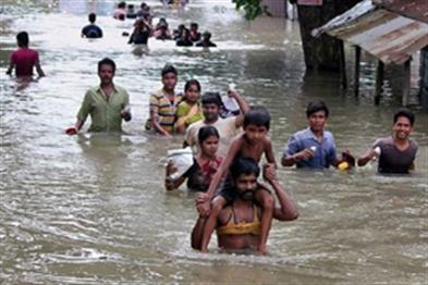 Khabar East:Three-deaths-in-floods-in-Bihar-road-rail-traffic-stalled
