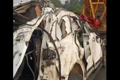 Khabar East:Three-killed-two-injured-after-speeding-car-overturns
