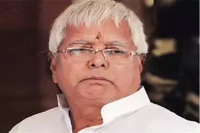 Khabar East:Two-young-men-engaged-in-the-security-of-Lalu-a-broken-hand