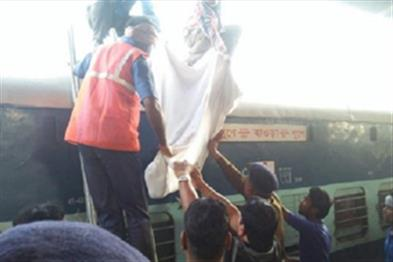Khabar East:Two-youths-attempt-suicide-Raipur-railway-station-one-killed-others-have-serious-condition