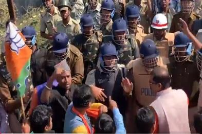 Khabar East:Uproar-over-BJPs-welcome-visit-in-Bengal-police-lathis