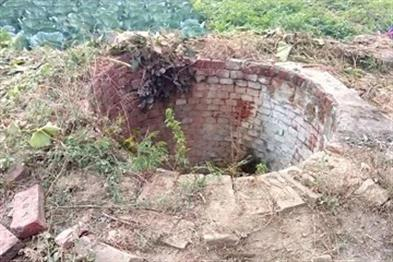 Khabar East:Woman-commits-suicide-by-jumping-into-a-well-with-three-children
