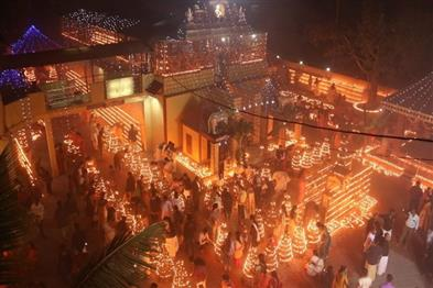 Khabar East:makar-sankrati-was-celebrated-by-lighting-one-lakh-lamps-in-ayyappa-temple-of-raipur-chhattisgarh